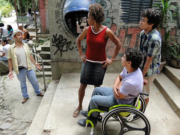 Valdir, pai de Dieguinho e Jefferson, reaparece (Foto: TV Globo / Malhação)