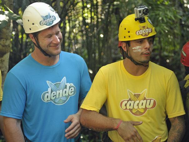 Diego Alemão e Pedro Scooby (Foto: TV Globo/ João Cotta)