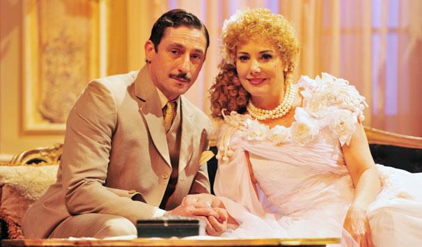 Augusto (Tuca Andrada) e Dercy (Heloísa Périssé): casamento durou vinte anos (Foto: João Miguel Jr./ TV Globo)