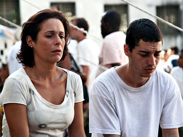 Andréa Beltrão e Lee Taylor protagonizam 'Salve Geral' (Foto: Divulgação)