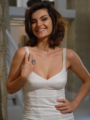 Mayana Neiva interpretou uma francesa para o filme (Foto: TV Globo / Marcio Nunes)