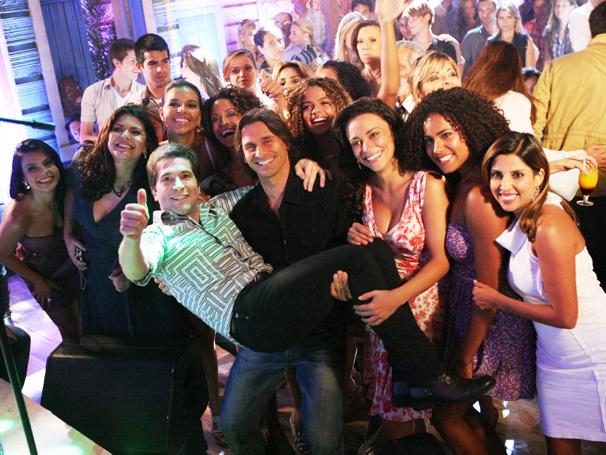 Daniel fez a alegria do elenco de Araguaia (Foto: TV Globo / Marcio Nunes)