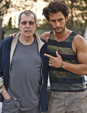 Daniel Filho e Rodrigo Santoro nas gravações de 'A Indomável do Ceará' (Foto: Ique Esteves/ TV Globo)