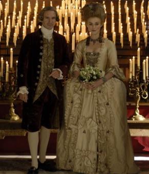 Georgiana (Keira Knightley) recebe título de Duquesa após casamento nobre (Foto: Divulgação)