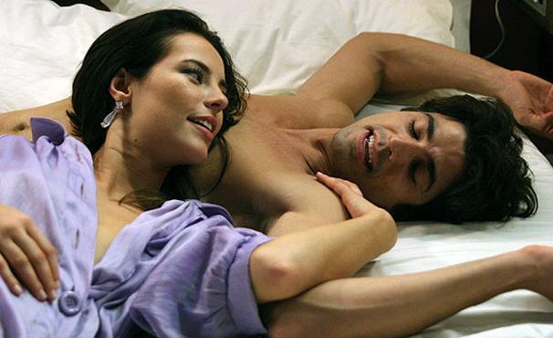 Paola Oliveira e Reynaldo Gianecchini vivem casal que se apaixona à primeira vista (Foto: Divulgação)