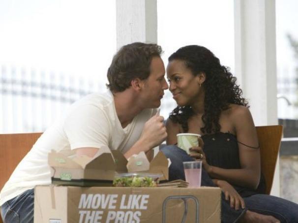 Chris (Patrick Wilson) e Lisa (Kerry Washington) precisam enfrentar vizinho racista (Foto: Divulgação)