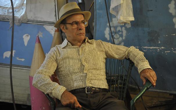 Osmar Prado vive Virgílio, homem desprezível que é padastro do protagonista Carlos (Gabriel Braga Nunes) (Foto: Renato Rocha Miranda/ TV Globo)