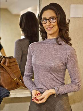 Maria Fernanda Cândido protagoniza o episódio 'A perseguida de Curitiba' (Foto: TV Globo / Ique Esteves)