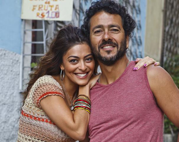 Janaína (Juliana Paes) é apaixonada pelo marido e Anderson (Marcos Palmeira) (Foto: Ique Esteves/ TV Globo)