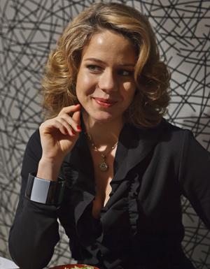 Leandra Leal é a sexóloga Rosa Maria (Foto: Ique Esteves/ TV Globo)