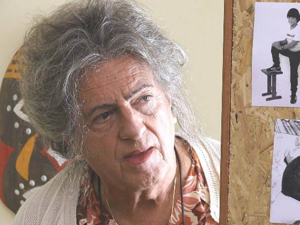 Ary Fontoura interpreta velhinha desastrada em 'A Guerra dos Rocha' (Foto: Divulgação)