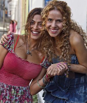 Leona Cavalli interpreta a melhor amiga da pernambucana (Foto: Ique Esteves/ TV Globo)