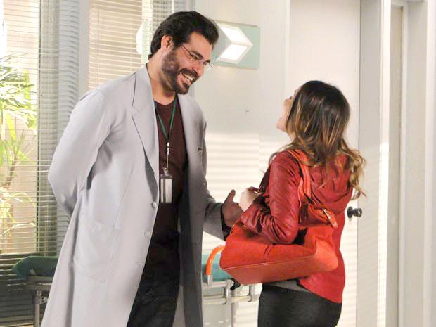 Ana reencontra Lúcio e ele pede para jogar tênis ao lado dela (Foto: TV Globo / A Vida da Gente)
