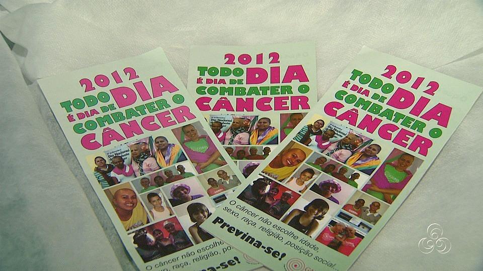 Foram distribuídos folders contendo informações sobre a doença (Foto: Jornal do Amazonas)