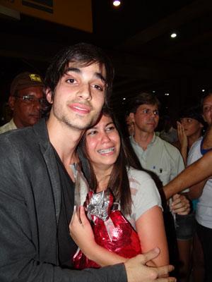 Fiuk e a fã no Recife (Foto: Luna Markman/G1)