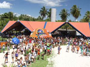 Casa do Globo Verão recebeu centenas de pessoas neste sábado (28) ensolarado. (Foto: Ivaldo Bezerra)