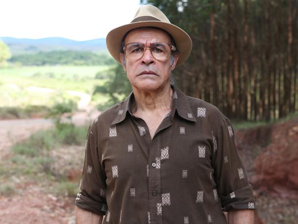 Osmar Prado vive Virgílio, homem desprezível que é padastro do protagonista Carlos (Gabriel Braga Nunes) (Foto: Inácio Moraes/ TV Globo)