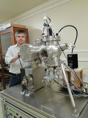 Rodrigo Prioli microscópio de tunelamento (Foto: Divulgação/CTC PUC-Rio)