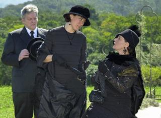 Você vai rever Jezebel (Elizabeth Savalla), Bárbara (Lília Cabral) e Vivaldo (Fúlvio Stefanini)  (Foto: TV Globo)