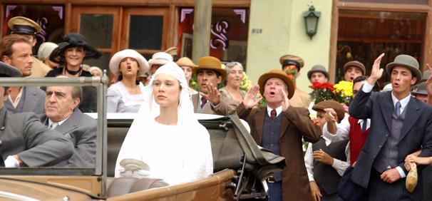 Ana Francisca se casa com Ludovico sob vaias do povo (Foto: TV Globo)