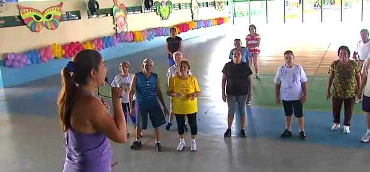 Fãs fazem homenagem ao cantor Wando (Foto: Amazônia TV)