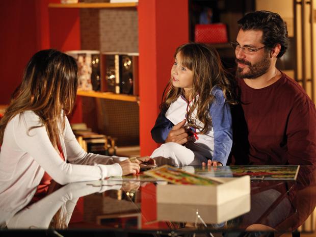Júlia fica radiante ao saber que Ana e Lúcio vão se casar (Foto: TV Globo / A Vida da Gente)