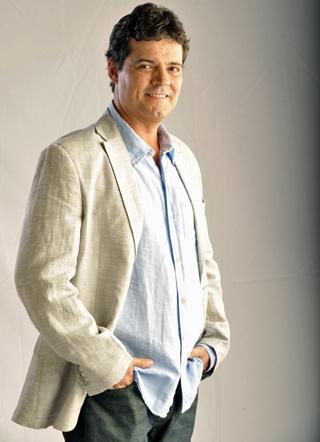 Felipe Camargo é o médico Gabriel Allende em Amor Eterno Amor, a nova novela da Globo das 6 (Foto: João Miguel Junior/TV Globo)