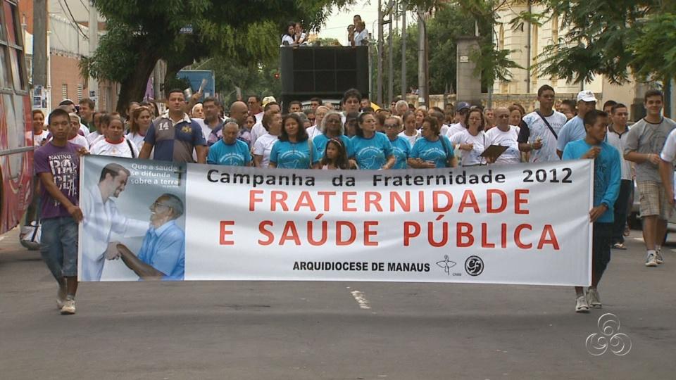 O grupo fez uma caminhada até à Igreja Matriz, no Centro de Manaus (Foto: Jornal do Amazonas)