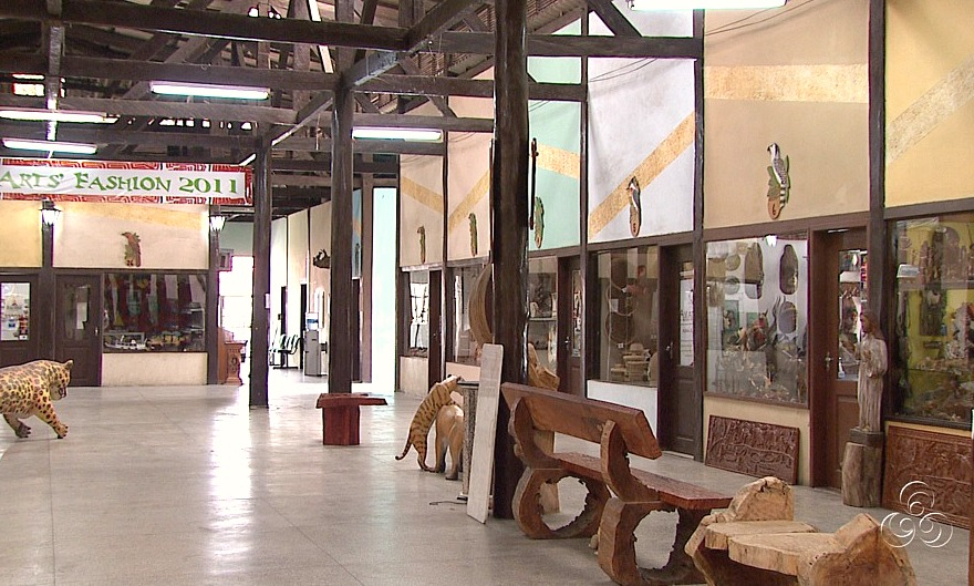 O espaço abriga mais de 23 lojas  (Foto: Amazônia Tv)