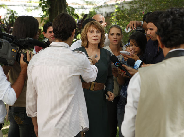 Danielle admite erro em coletiva (Foto: TV Globo / Fina Estampa)