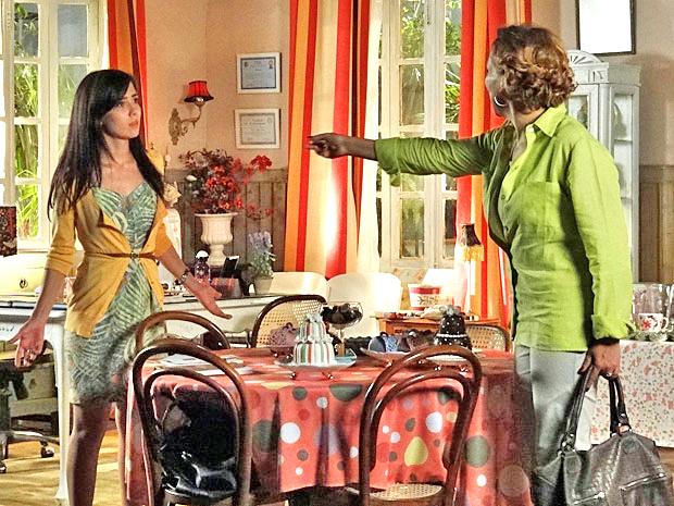 Após briga entre irmãs, Eva tira satisfações com Manu (Foto: TV Globo / A Vida da Gente)