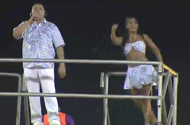 O cantor Tony Medeiros abriu a primeira noite de festa (Foto: Bom dia Amazônia)