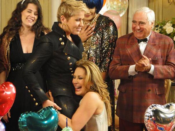 Xuxa e Jaqueline Maldonado (Cláudia Raia) em Ti-Ti-Ti (Foto: Divulgação/TV Globo)