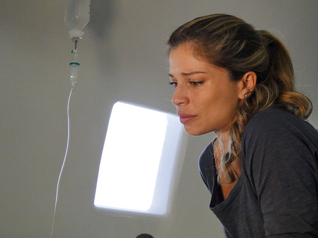 Lucena confessa que chantageou Claudia (Foto: TV Globo / Aquele Beijo)