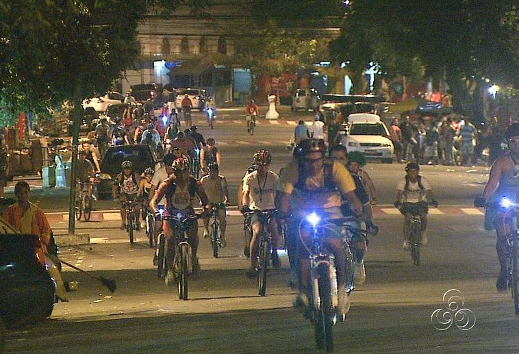 O grupo pedalou mais de 5 km pelas ruas de Manaus (Foto: Amazônia TV)