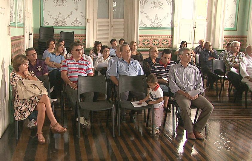 35 pessoas receberam o documento de nacionalidade portuguesa (Foto: Jornal do Amazonas)