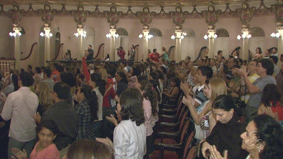 Ao término da apresentação, a plateia aplaudiu de pé  (Foto: Jornal do Amazonas)