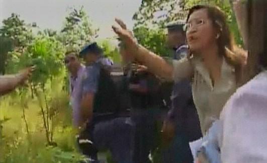 imagens do repórter do G1-AM, sendo detido algemado (Foto: Amazônia TV)