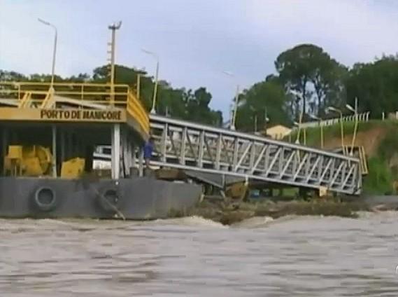 Porto cede a força das águas, em Manicoré-AM (Foto: Bom dia Amazônia)