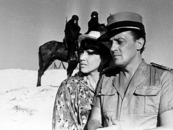 Yoná Magalhães e Amilton Fernandes em uma cena da novela O Sheik de Agadir (Foto: CEDOC/ TV Globo)