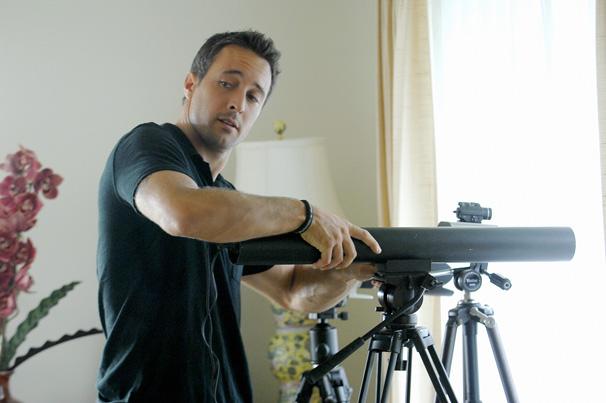 Hawaii Five-0 - Time usa a casa da ex-mulher de Danny para monitorar suspeita (Foto: Divulgação)