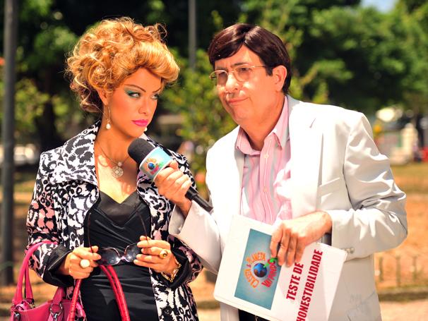 Miá Mello grava com Reinaldo nas ruas do Rio de Janeiro (Foto: João Miguel Jr / TV Globo)