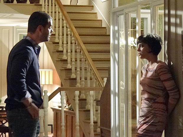 Fernando discute com Miriam após ela ajudar Verbena a dar entrevista (Foto: Amor Eterno Amor / TV Globo)