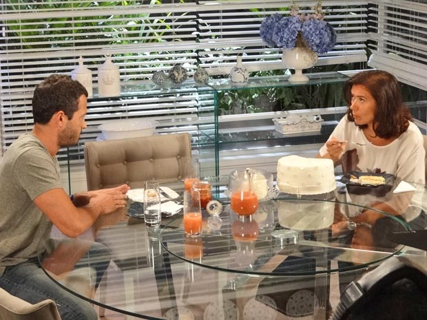 Griselda descobre que Tereza Cristina está por trás da morte de Marcela (Foto: Fina Estampa / TV Globo)