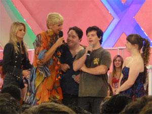 Xuxa e os protagonistas de 'Colegas' durante a gravação do programa  (Foto: Aleksandra Zakartchouk/Produtora Gatacine )