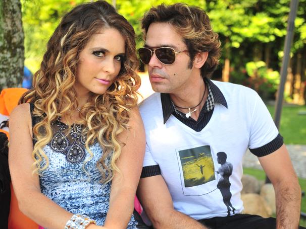 Tom Bastos (Bruno Mazzeo) será empresário de Chayene (Cláudia Abreu) em Cheias de Charme   (Foto: João Miguel Júnior / TV Globo)