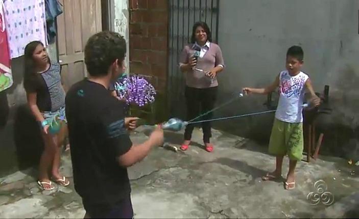 Garrafas pet se transformam em brinquedos (Foto: Bom dia Amazônia)