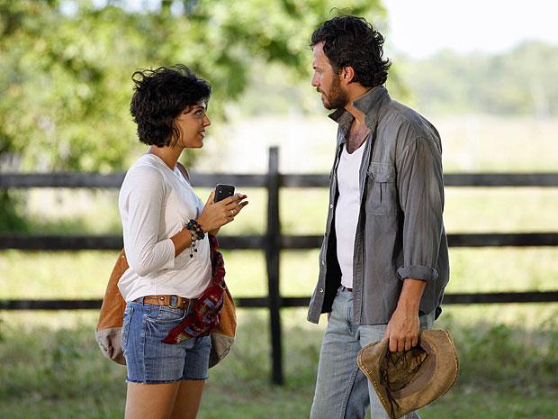 Carlos decide ir com Miriam até Belém (Foto: Divulgação/TV Globo)