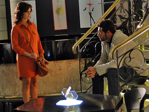 Claudia consola Rubinho pelo fim da Comprare e oferece seu apoio (Foto: Divulgação/TV Globo)
