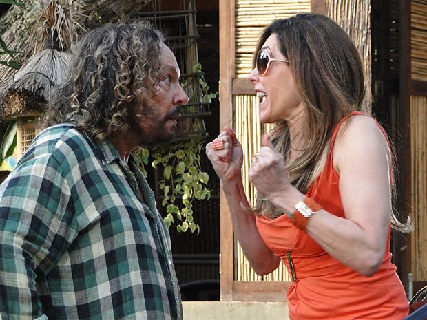 Tereza Cristina diz a Álvaro que não quer ser chamada de irmã e o atropela (Foto: Divulgação/TV Globo)